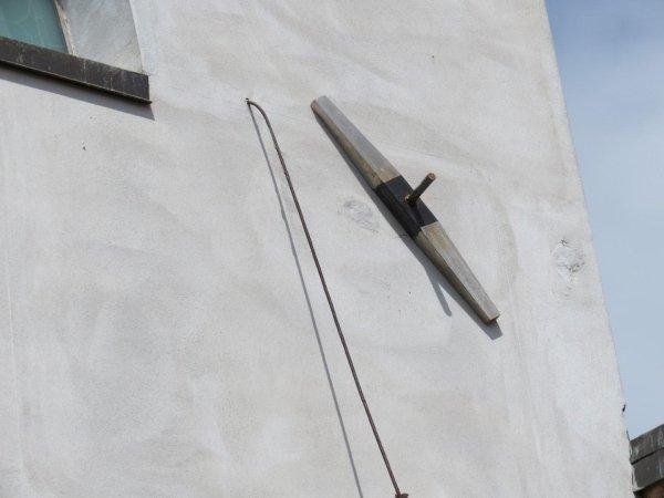 particolare capochiave a paletto su facciata sud