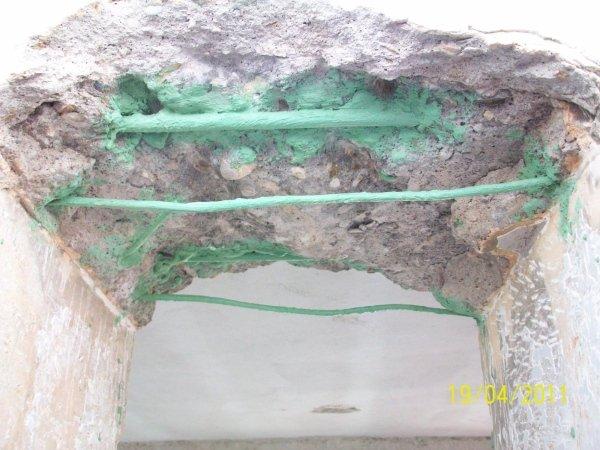 trattamento di passivazione sui ferri di armatura della trave dopo la rimozione di tutto il materiale incoerente