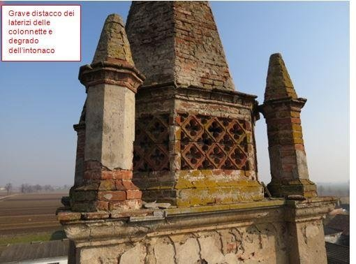 Degraded column masonry and plaster