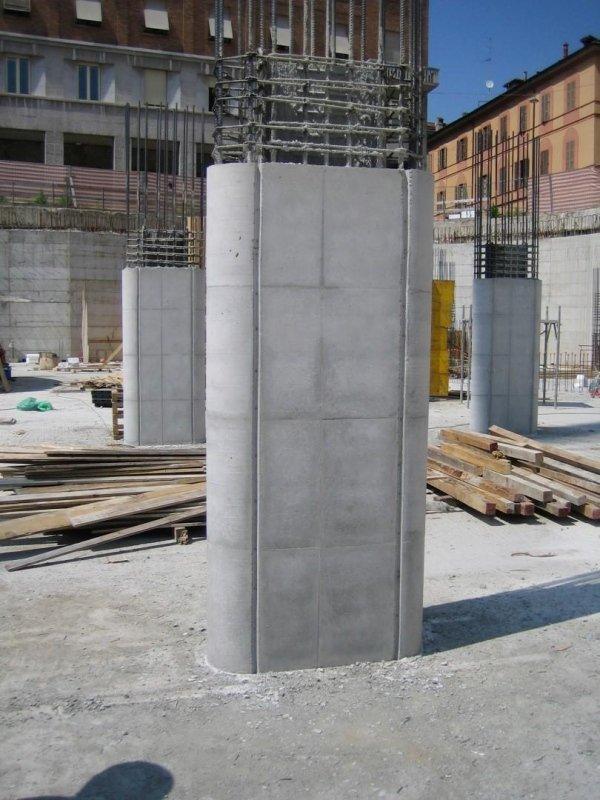 Detail of pillar with IPE 600 profile insert