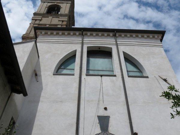 capochiave a paletto su facciata sud