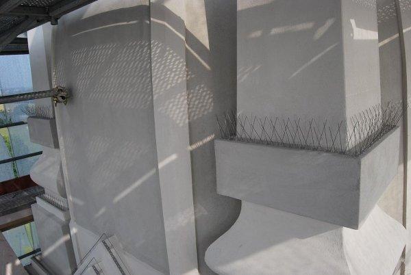 particolare punte anti piccioni sulle guglie perimetrali della cupola