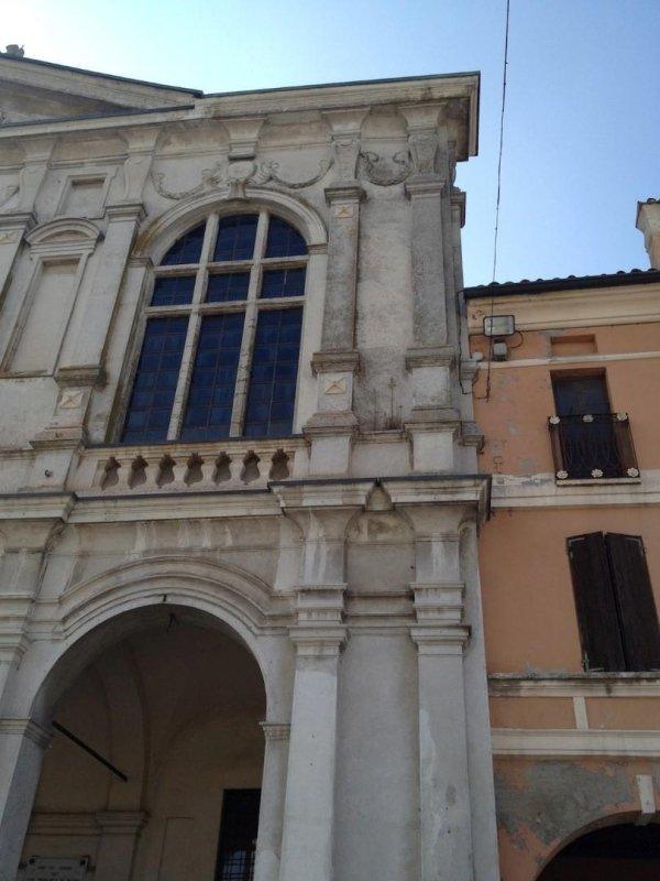 piastre esterne delle catene sulla controfacciata verso Piazza XXIII Aprile
