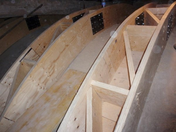 detail of box girder with interior diagonal stiffeners