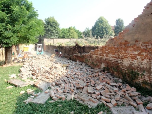 View of the portion of the supporting wall collapsed under the thrust of the ground