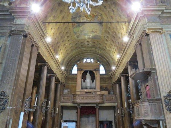 vista navata centrale con catene passanti
