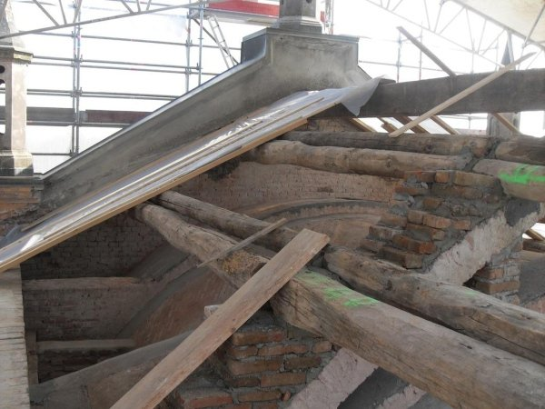 purlin support and ridge beam reconstruction