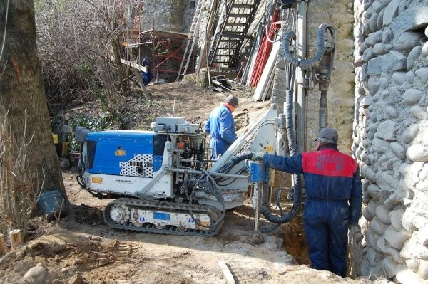 Execution of underpinning micro-piles