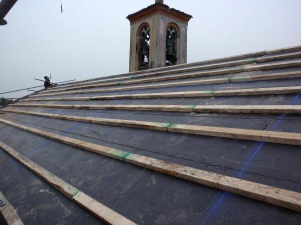 view of the nave roof with waterproofing membrane laid and wooden strips for fixing corrugated sheets