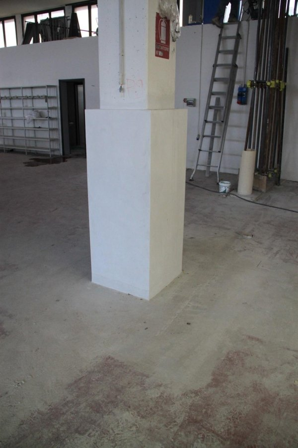 Rinforzo pilastro eseguito tramite confinamento con microcalcestruzzo HPFRCC fino ad H= 150 cm.