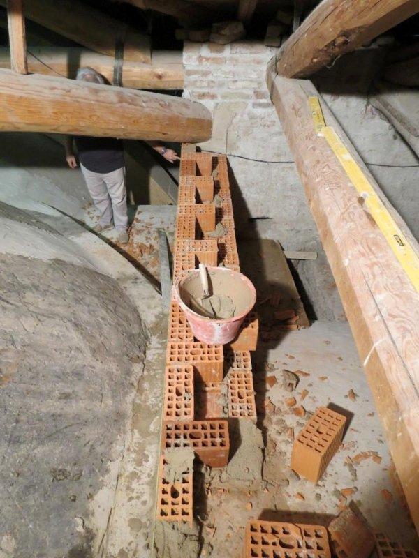 realizzazione muratura di contrasto/frenelli attorno alla cupola