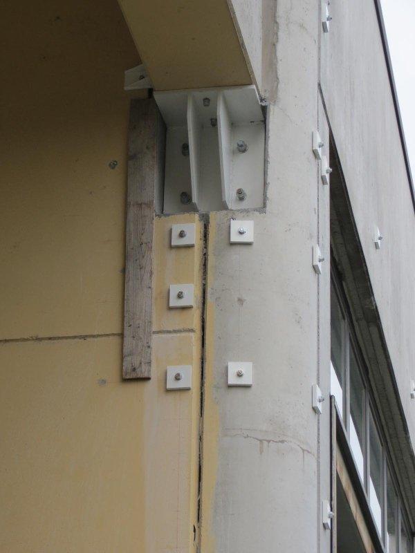 Elementi di collegamento trave di bordo/pilastro e collegamento pannelli prefabbricati