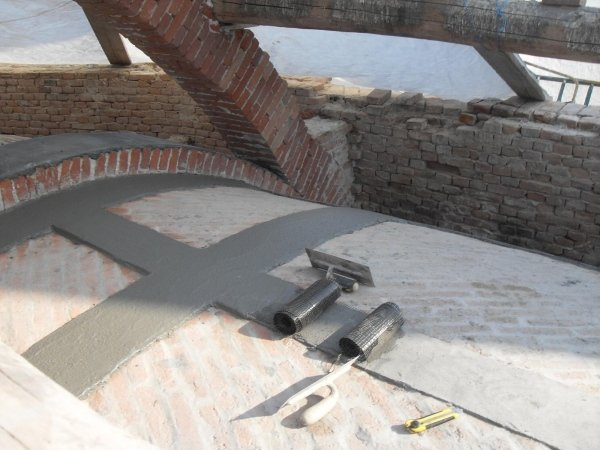 apse vault: laying of the first and second PBO fibre layers with the FRCM system