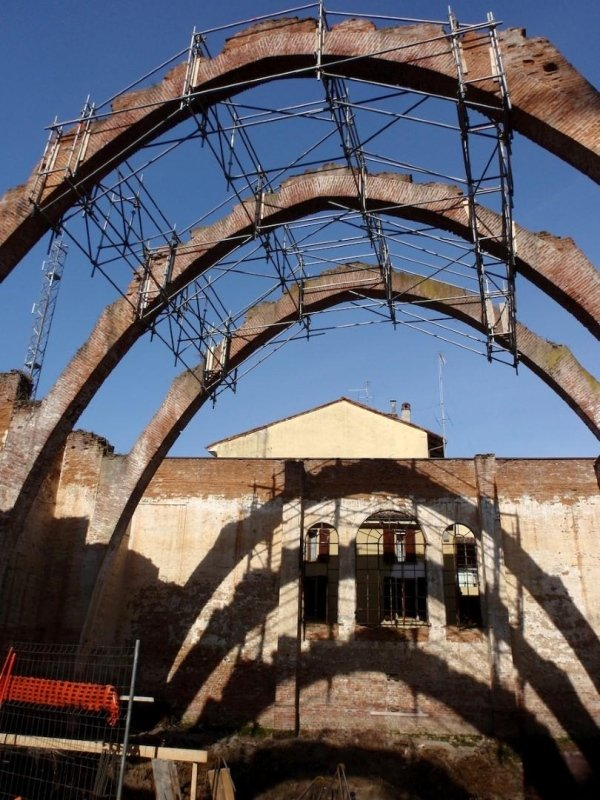 Securing masonry arches