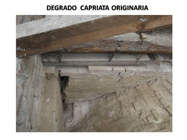 deterioration of the wooden truss head
