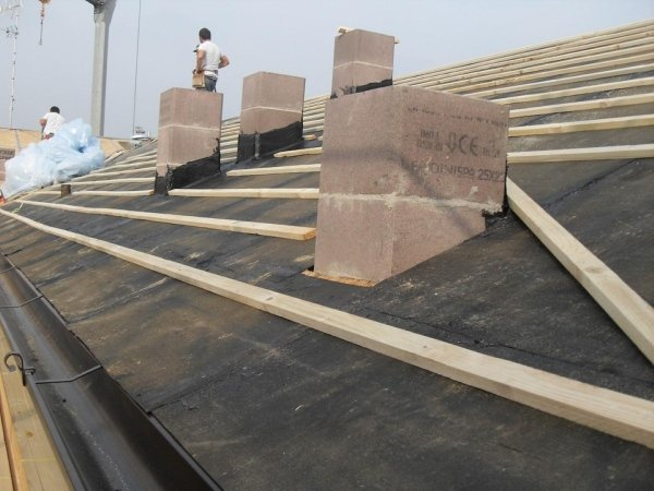 sheath waterproofing and laying of wooden battens for future fixing of ecological fibre-cement corrugated roofing sheets