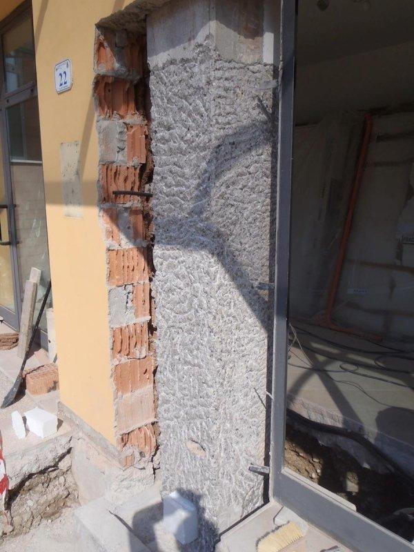 Consolidamento-rinforzo e confinamento pilastri perimetrali: scarifica superficiale pilastro