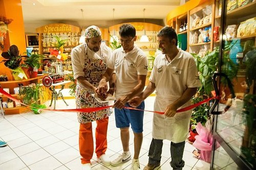 Inaugurando il negozio