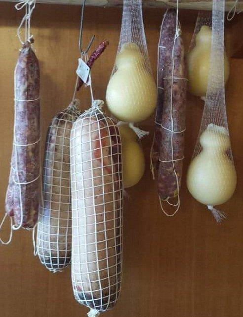 Insaccati e formaggi casalinghi