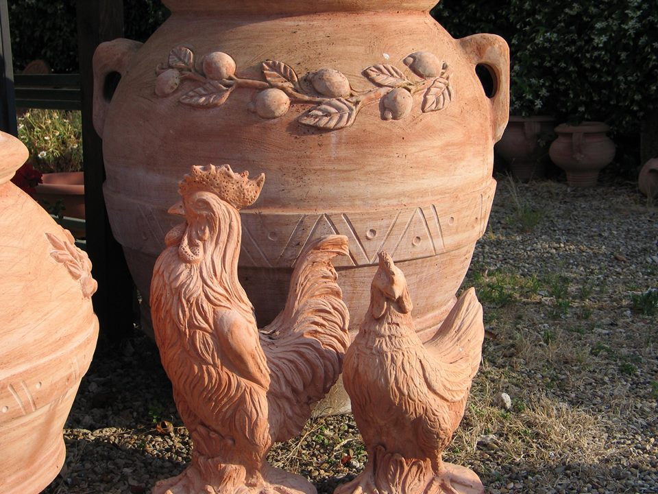 gallo e gallina in terracotta