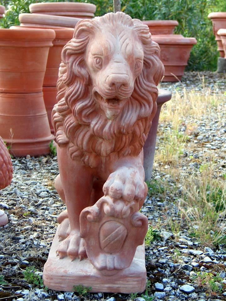 leone in terracotta