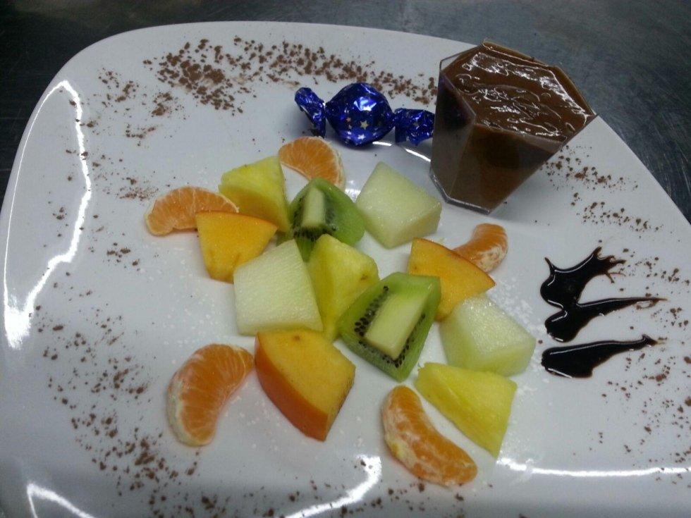 frutta di stagione e cioccolato