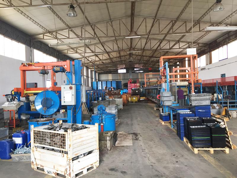 interno di una fabbrica di metalli e zincatura
