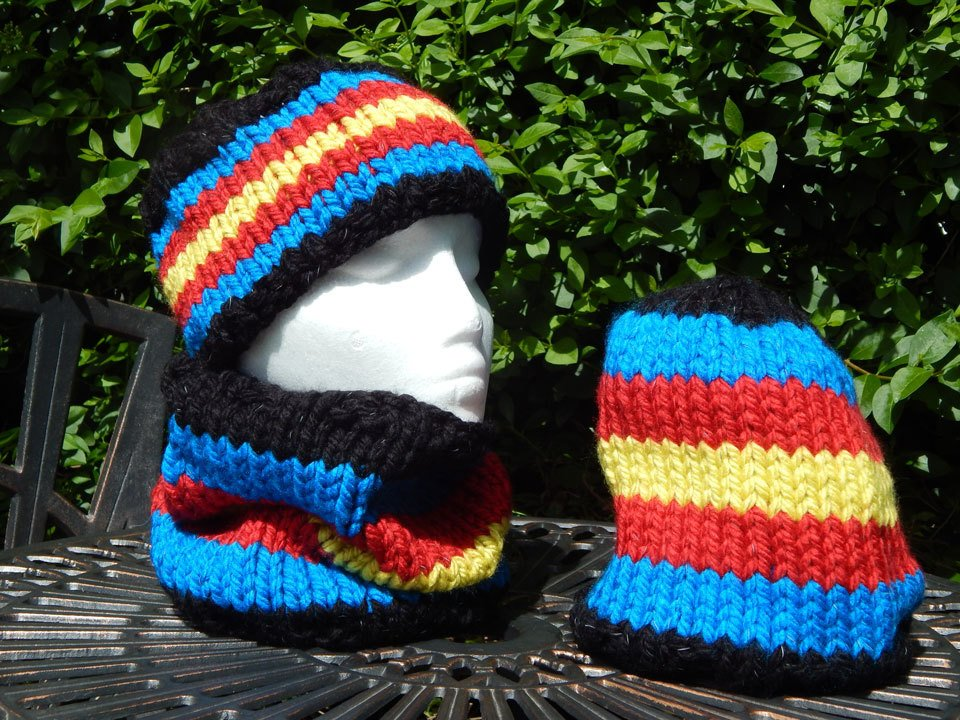 Multicolor beanies and scarf