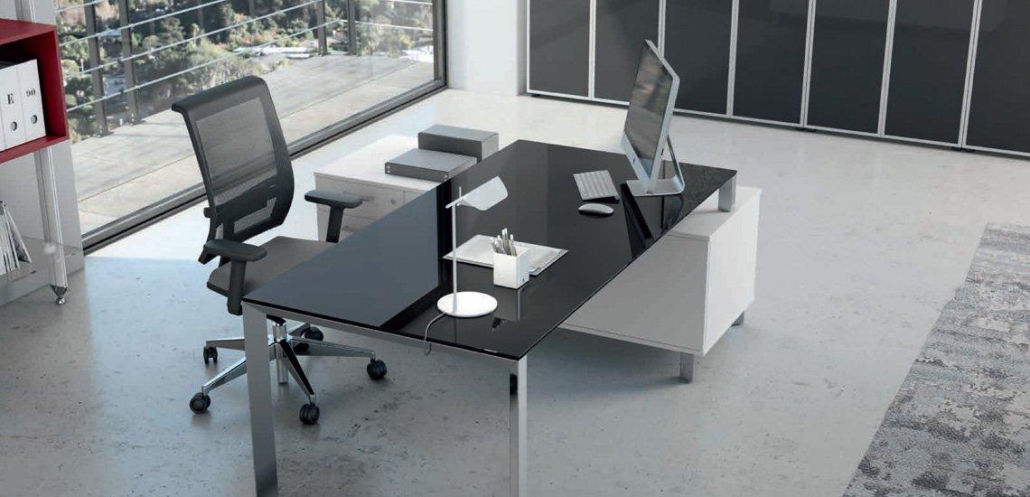 Come arredare un ufficio moderno la scrivania for Arredare ufficio idee