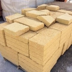mattoni realizzati in tufo