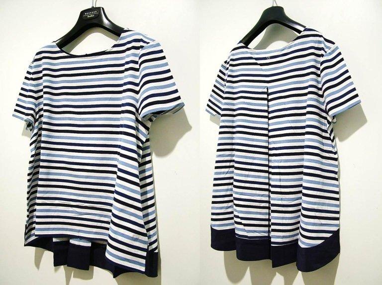 t-shirt a righe azzurre e blu