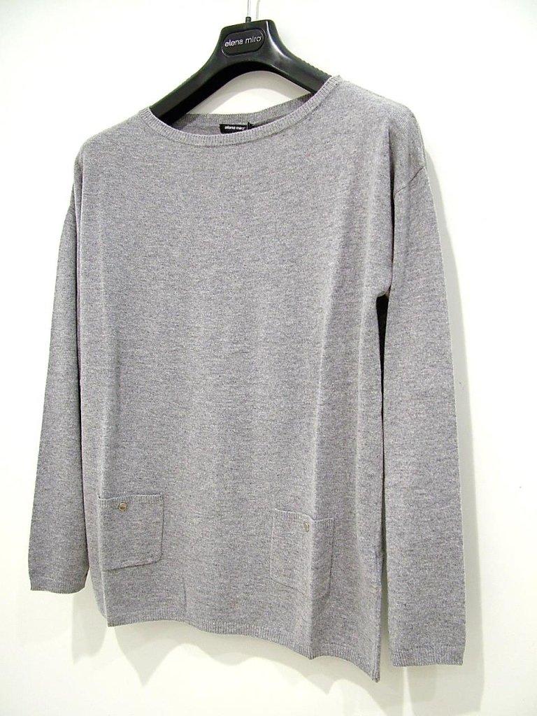 maglia grigia con collo rotondo