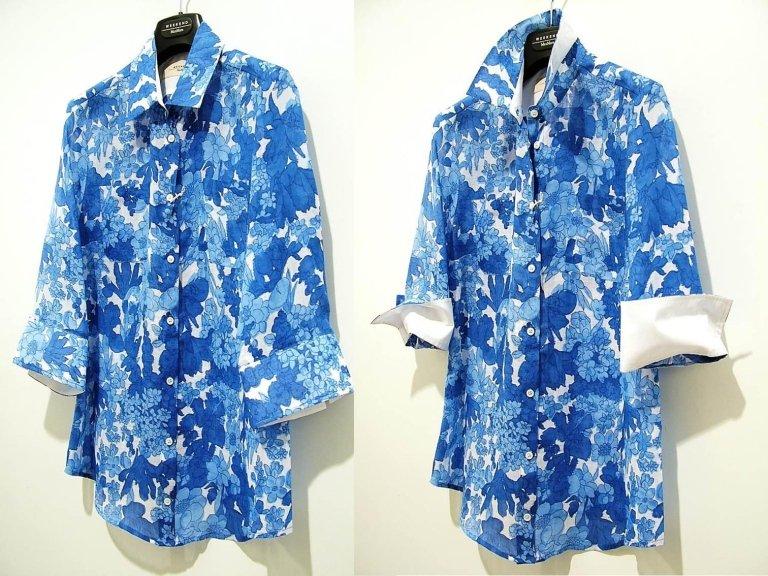 camicia a fiori bianca e azzurra