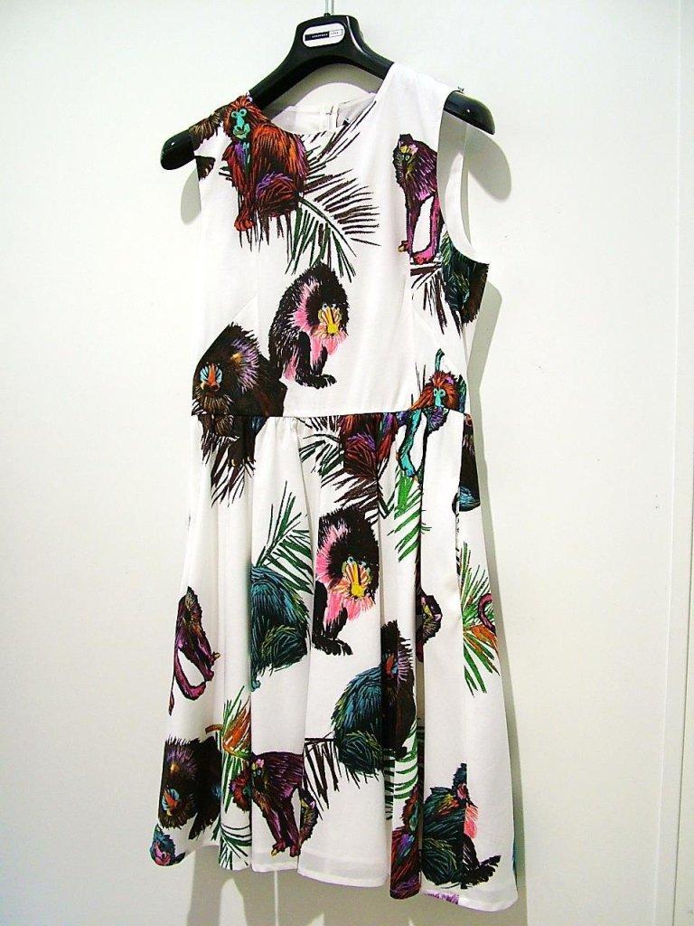 vestito bianco con stampa fantasia giungla