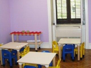 La scuola Nemo dispone di arredamenti moderni e adatti ai più piccoli.