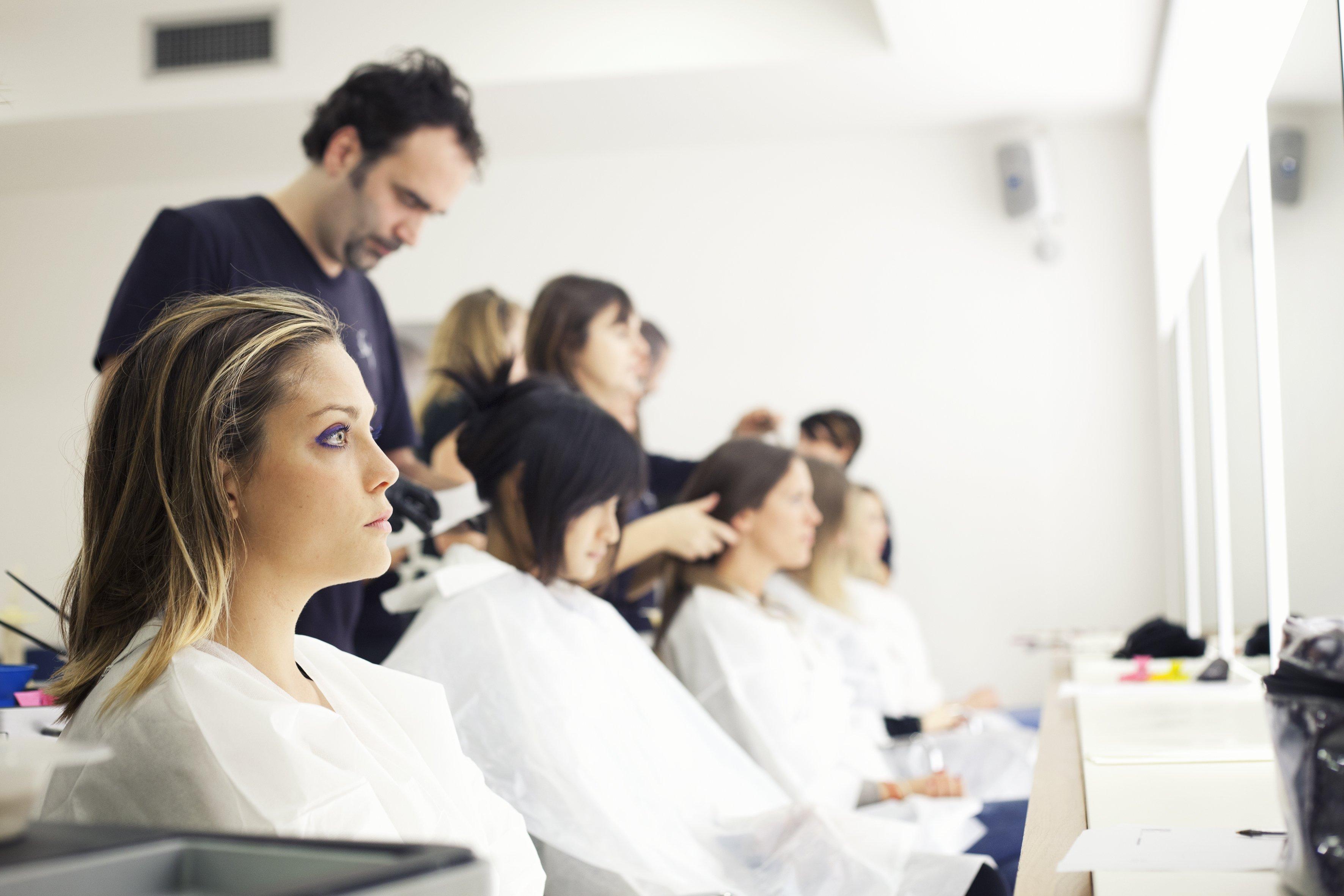 staff del parrucchiere a lavoro