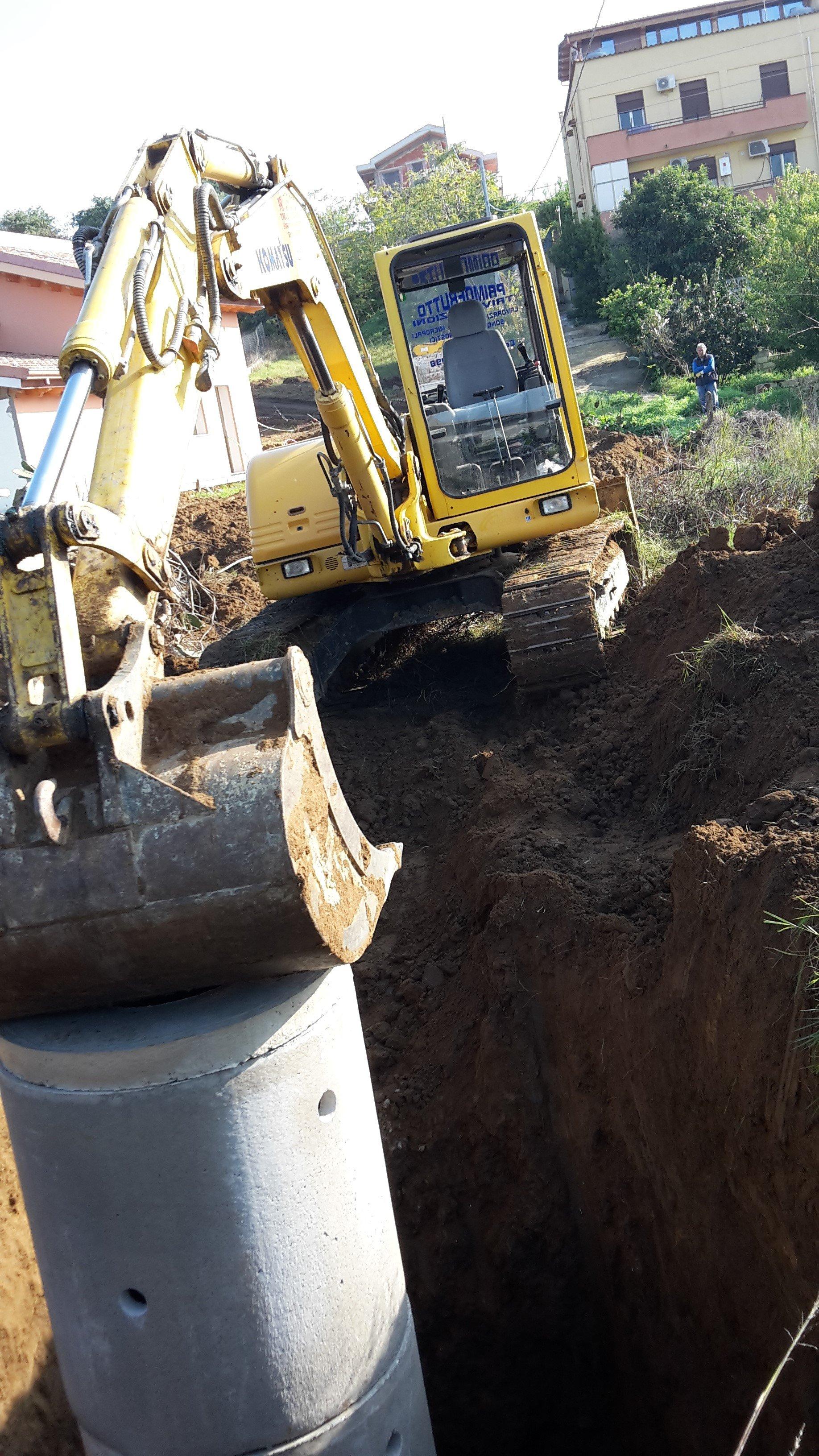 dettaglio della pala di un'escavatrice
