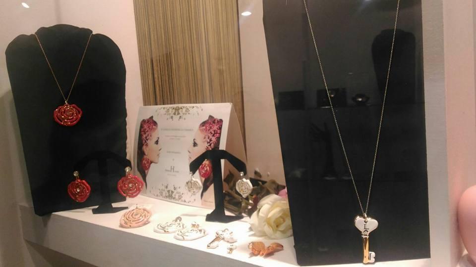 Diversi tipi dei gioielli a Faenza
