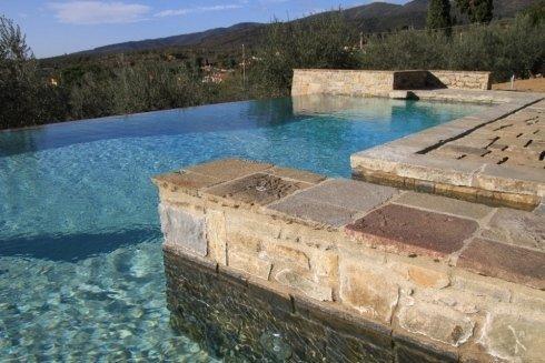 realizzazione piscine a sfioro Arezzo