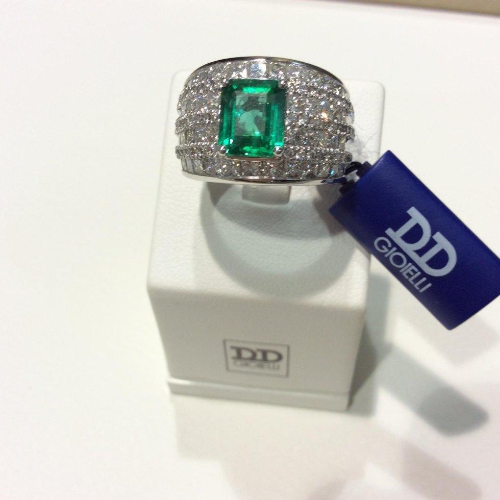 Pietra con smeraldo della collezione D&D