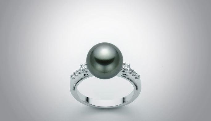 Anello con perla nera