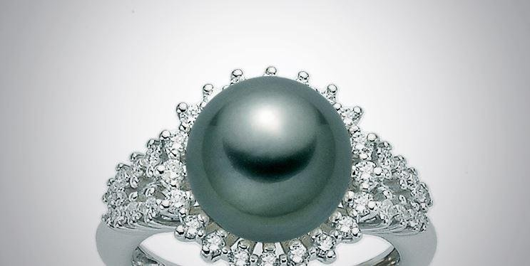 Anello con diamanti e perla nera