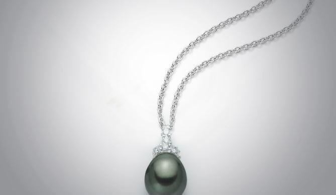 Elegante collana con perla
