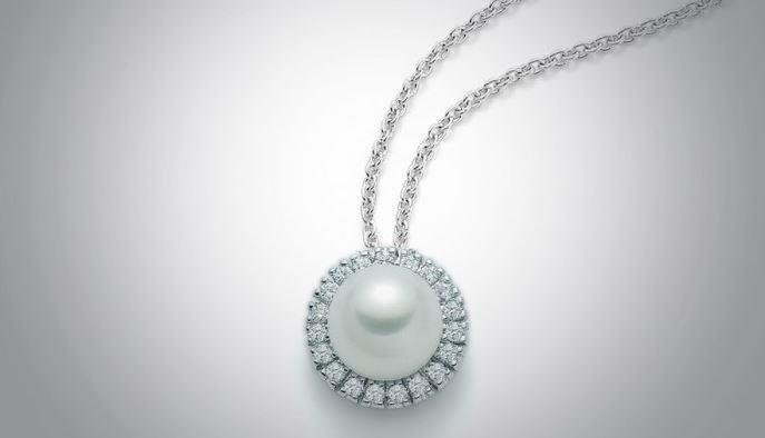 Collana con perla e diamanti