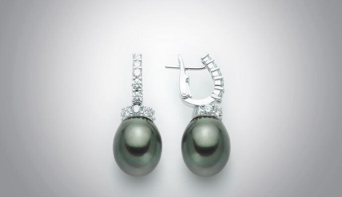Orecchini con perle della collezione Nimei