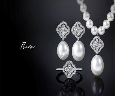 Accessori con perla della collezione Flora