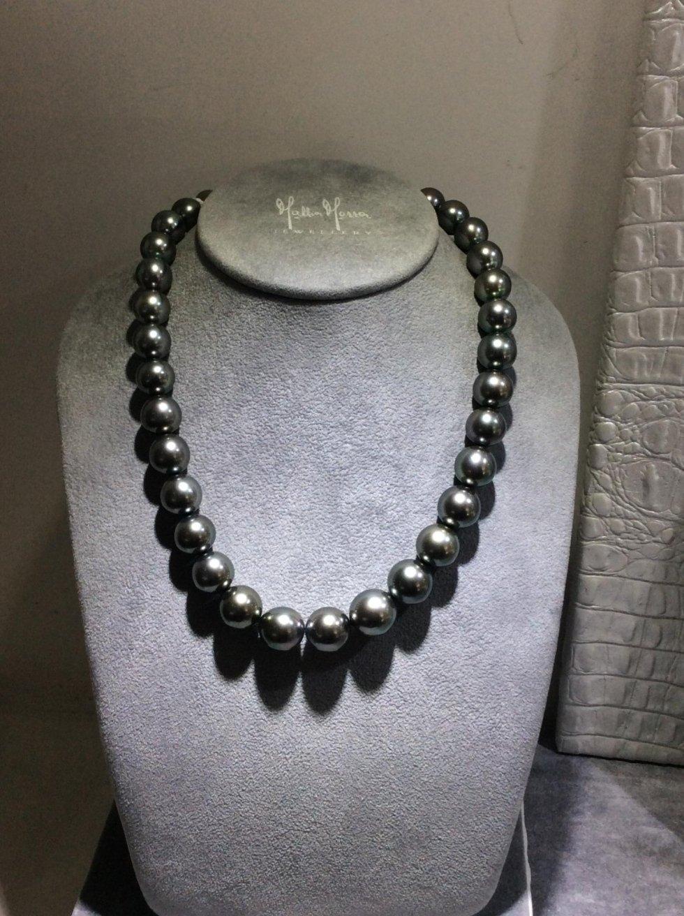 Collana in perle nere