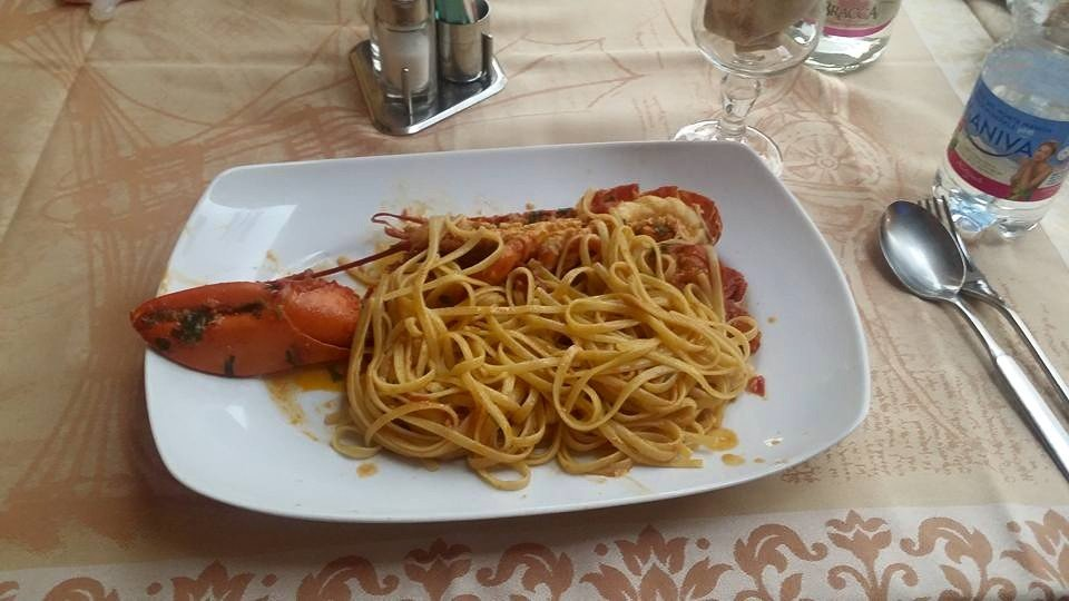 un piatto di linguine all'aragosta