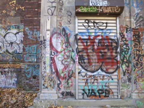 Rimozione graffiti saracinesche