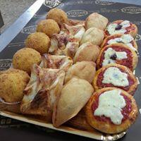 Pizzette, panzerotti e altri salatini